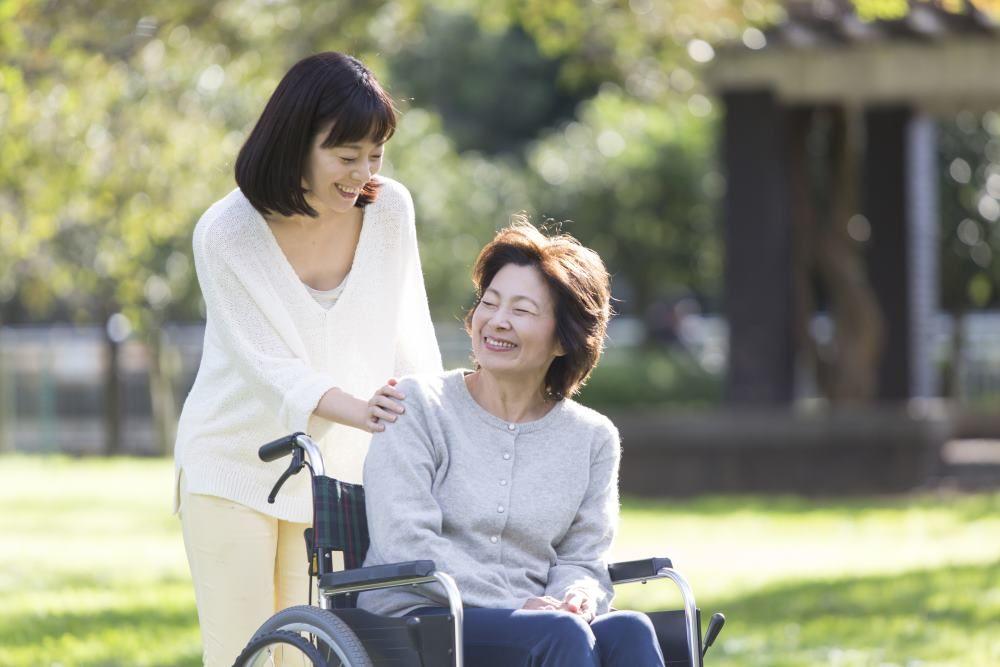 ひとりで暮らす親の介護、4つのポイントで解説