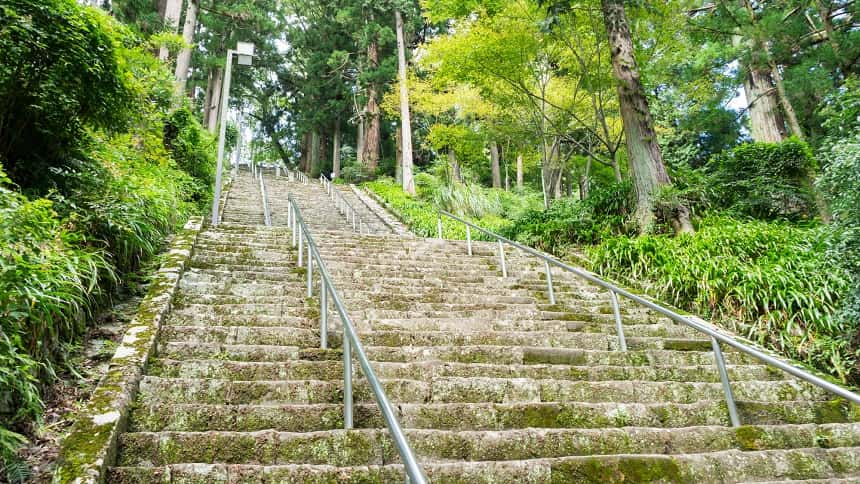 身延山久遠寺の菩提悌(階段)