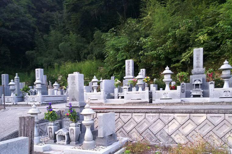 吉備中央町営 下加茂霊園 墓地の風景