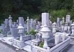 吉備中央町営 下加茂霊園に立つ和型墓石