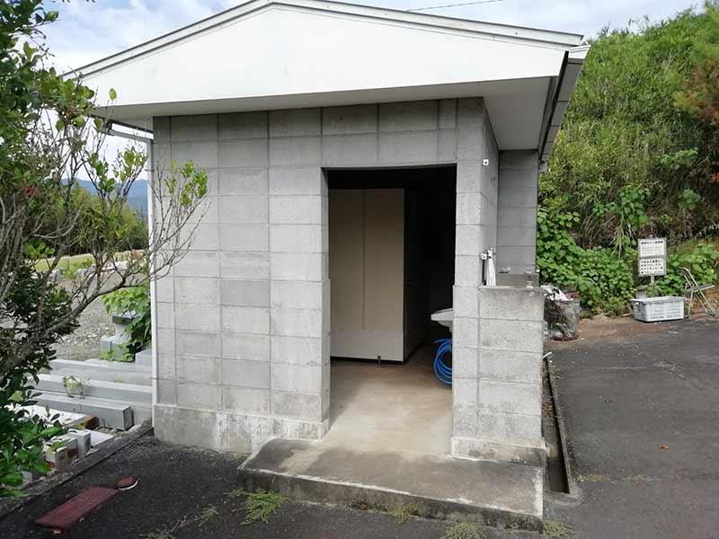 金沢墓園の公衆トイレ