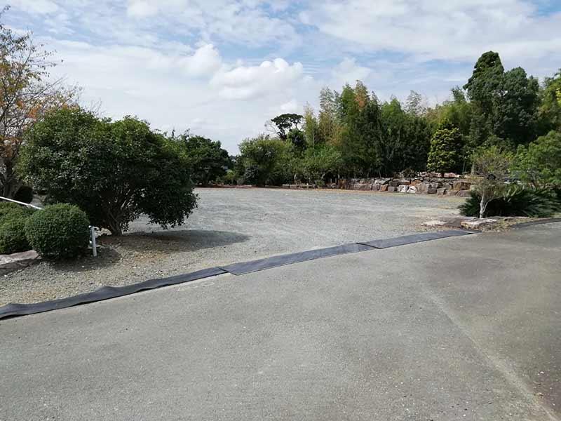 金沢墓園の駐車場