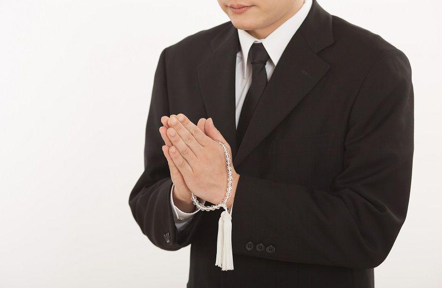通夜と葬式では服装が違う?目的に合わせた適切な身だしなみ