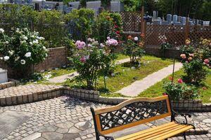 美園桜ヶ丘 無量寺霊園 休憩スペースとベンチ