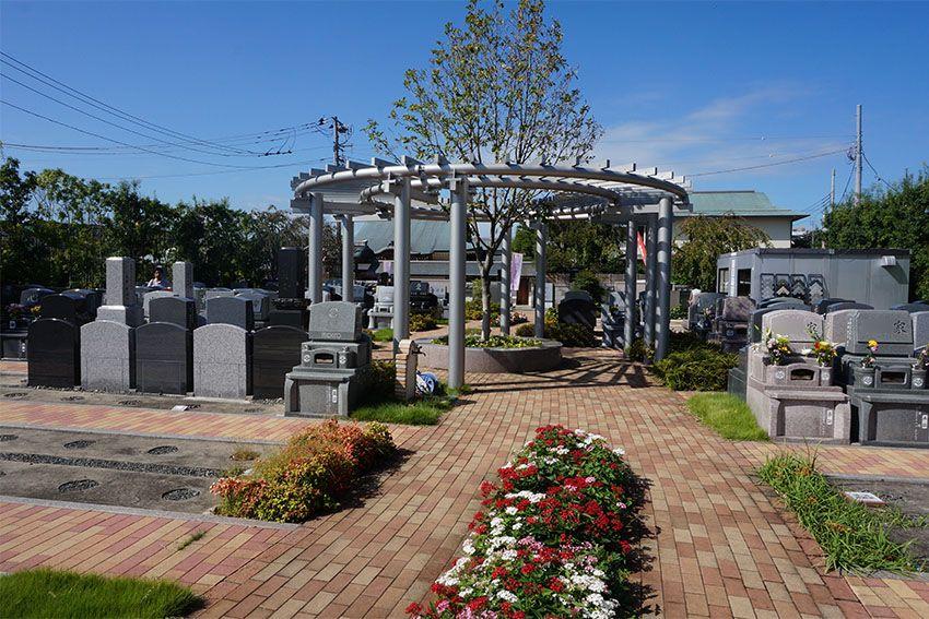 世田谷やすらぎ墓苑 欧風庭園のような景観