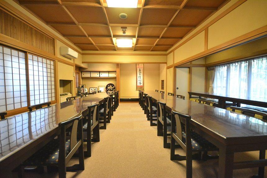高輪墓苑の室内にある会食施設