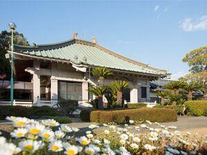 遍照寺 魚住庭苑を運営している遍照寺の外観
