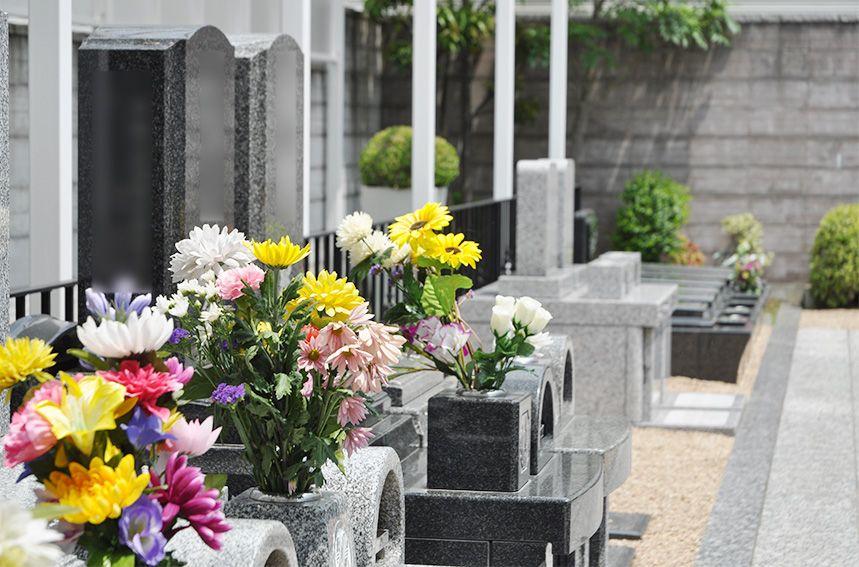 川口元郷聖地に立ち並ぶ墓石