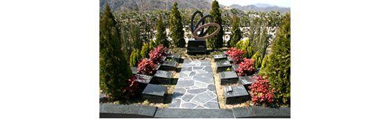 北摂池田メモリアルパークの輪のオブジェがあるガーデニング墓