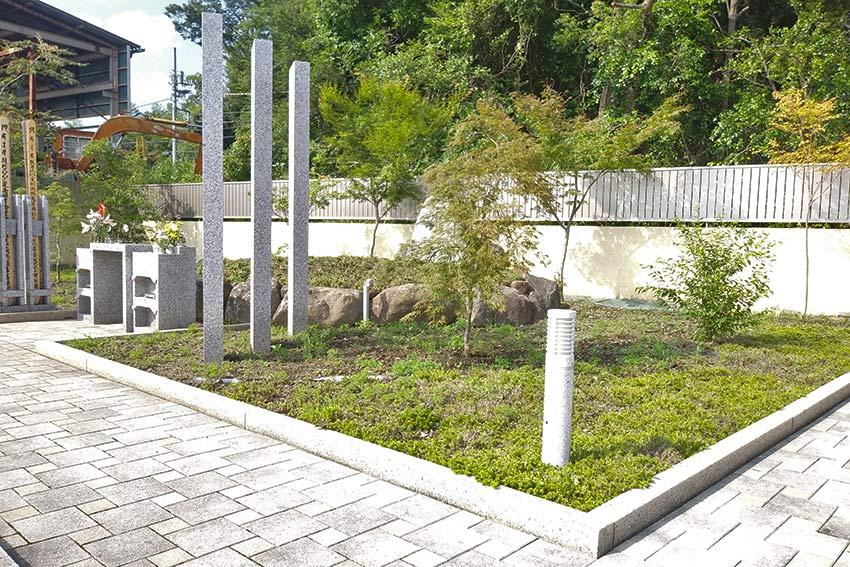 メモリーガーデン彩の杜霊園の緑が映える樹木葬墓(本源自然葬墓)
