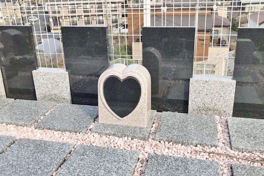 ハート形のデザイン墓石