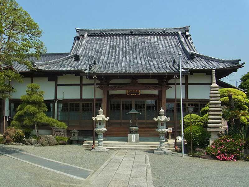 厳かな雰囲気の東学寺