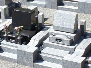 様々な形の墓石デザイン