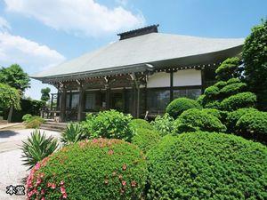 浄安寺墓苑内の本堂
