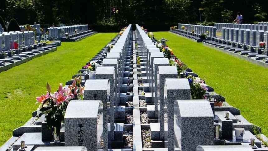 霊園の種類や相場から、お墓を建てる場所の選び方まで紹介