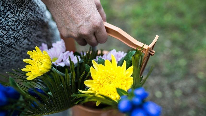 供花を入れた手桶