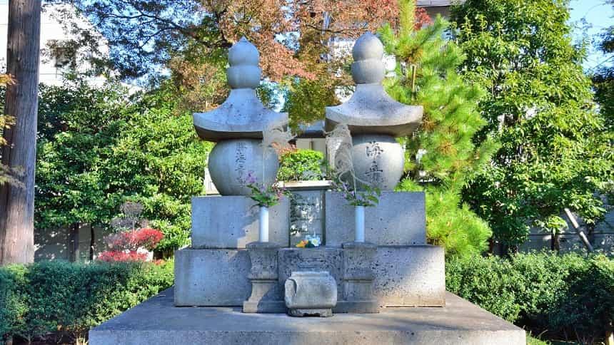 勝海舟の夫婦墓