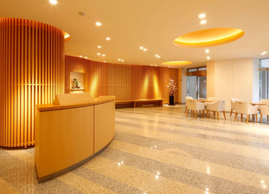 まるでホテルのフロントのような成勝寺 経堂ゆいの御廟のロビー