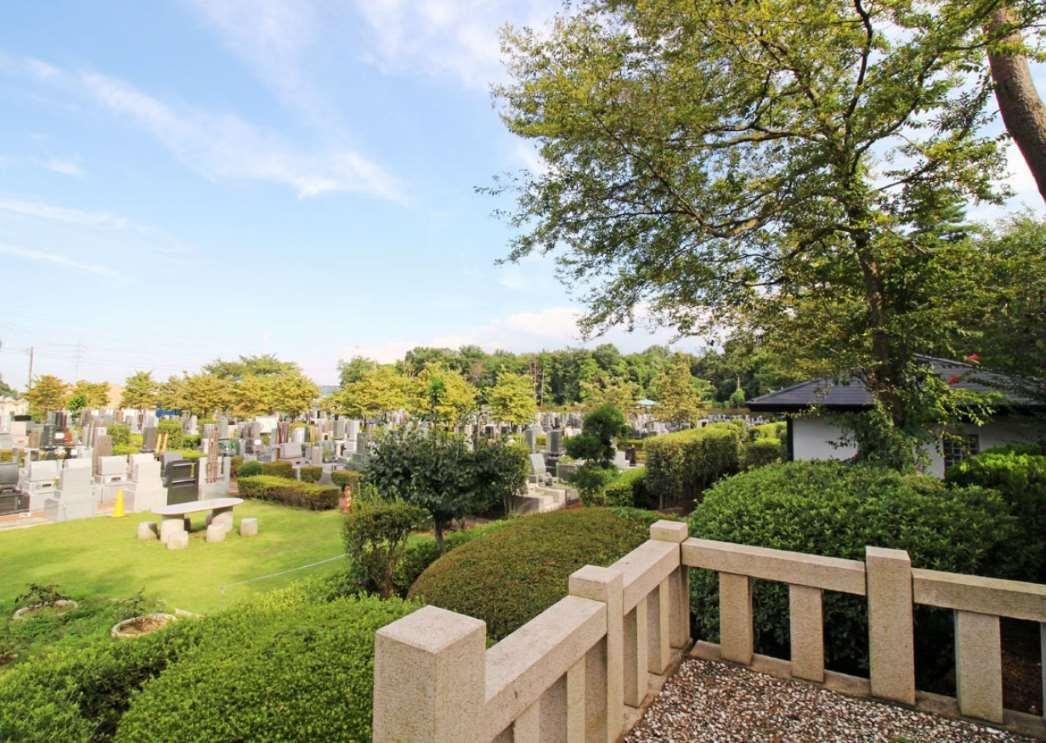 緑あふれる新所沢友愛聖地苑の墓苑の様子