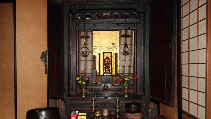 仏壇をスムーズに移動させる方法!日取りや方角など気をつけるポイントを紹介