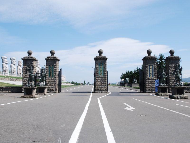 真駒内滝野霊園の正門