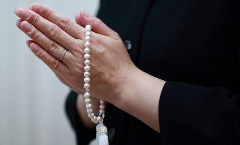 喪服と数珠 通夜のマナー