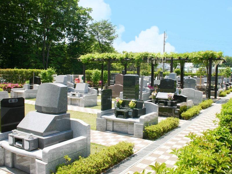 風の森聖地の洋型墓石や和型墓石