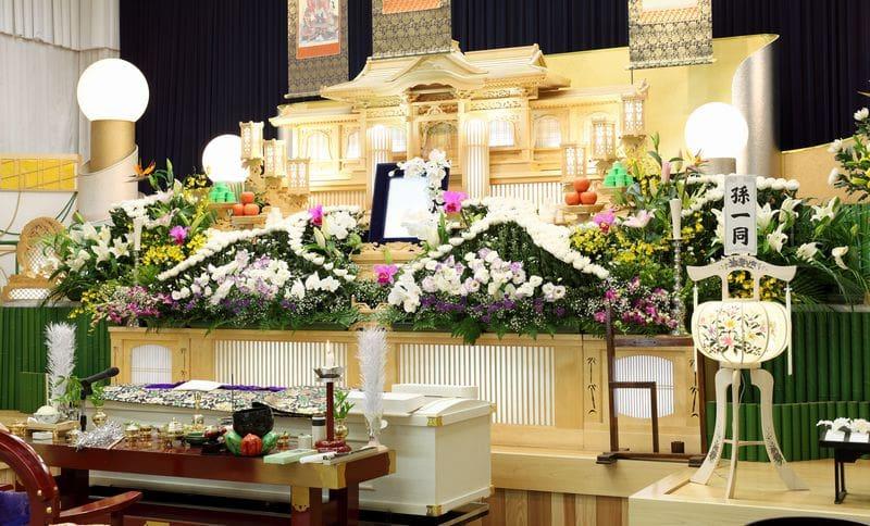 葬式の祭壇