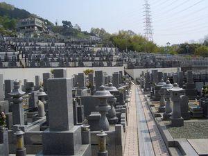 信貴山大窪寺霊苑の墓域雰囲気