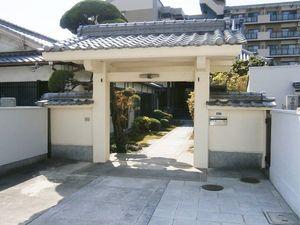 専稱寺墓所の入り口