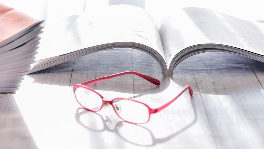 カタログと眼鏡