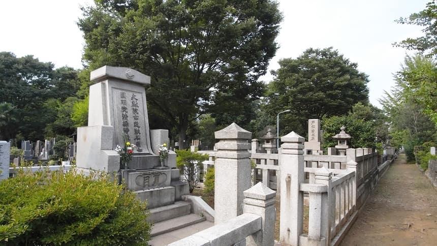 雑司ヶ谷霊園にある夏目漱石の墓