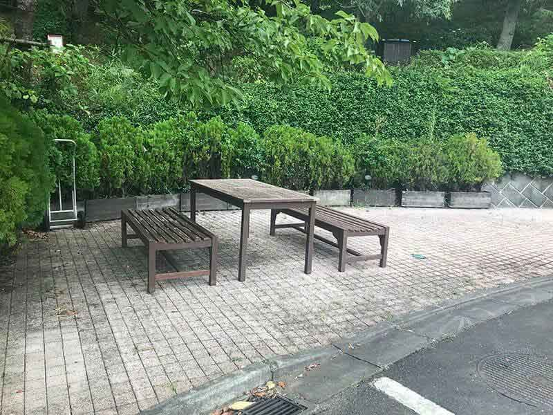 町田いずみ浄苑フォレストパークベンチと緑