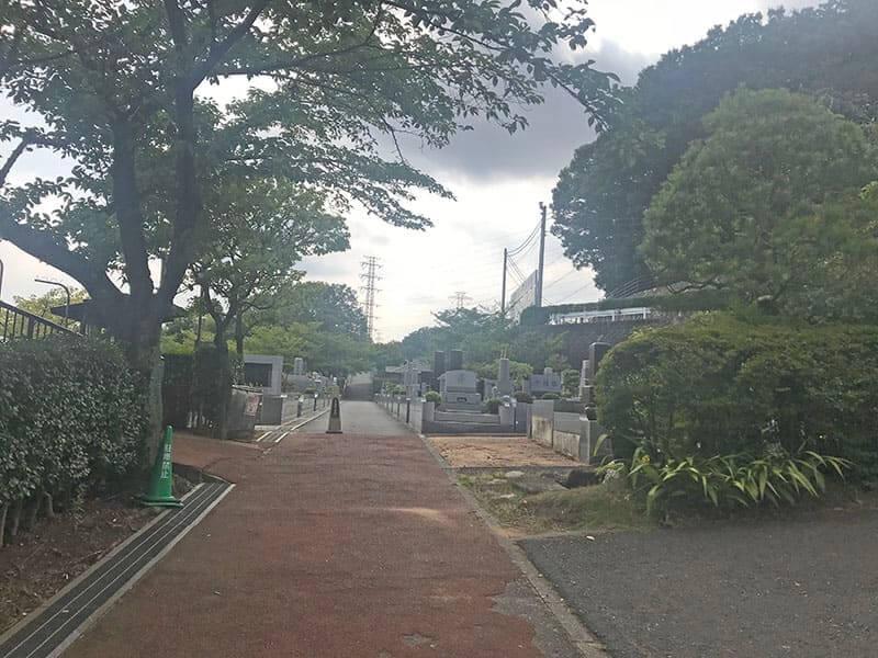 町田いずみ浄苑フォレストパーク園内通路