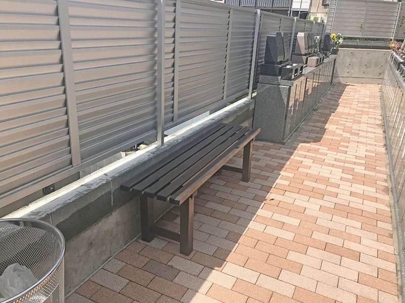 真英寺お墓横のベンチ