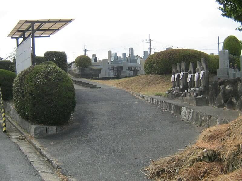 七条町南山墓地入口の坂