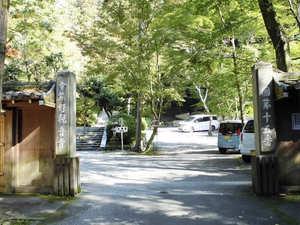 今熊野観音寺桜楓苑入口と駐車場