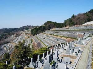 高台にある大阪北摂霊園の墓所